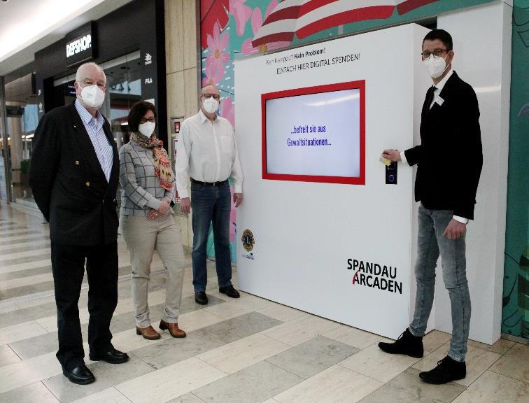 Digitale Spendensäule in den Spandau Arcaden